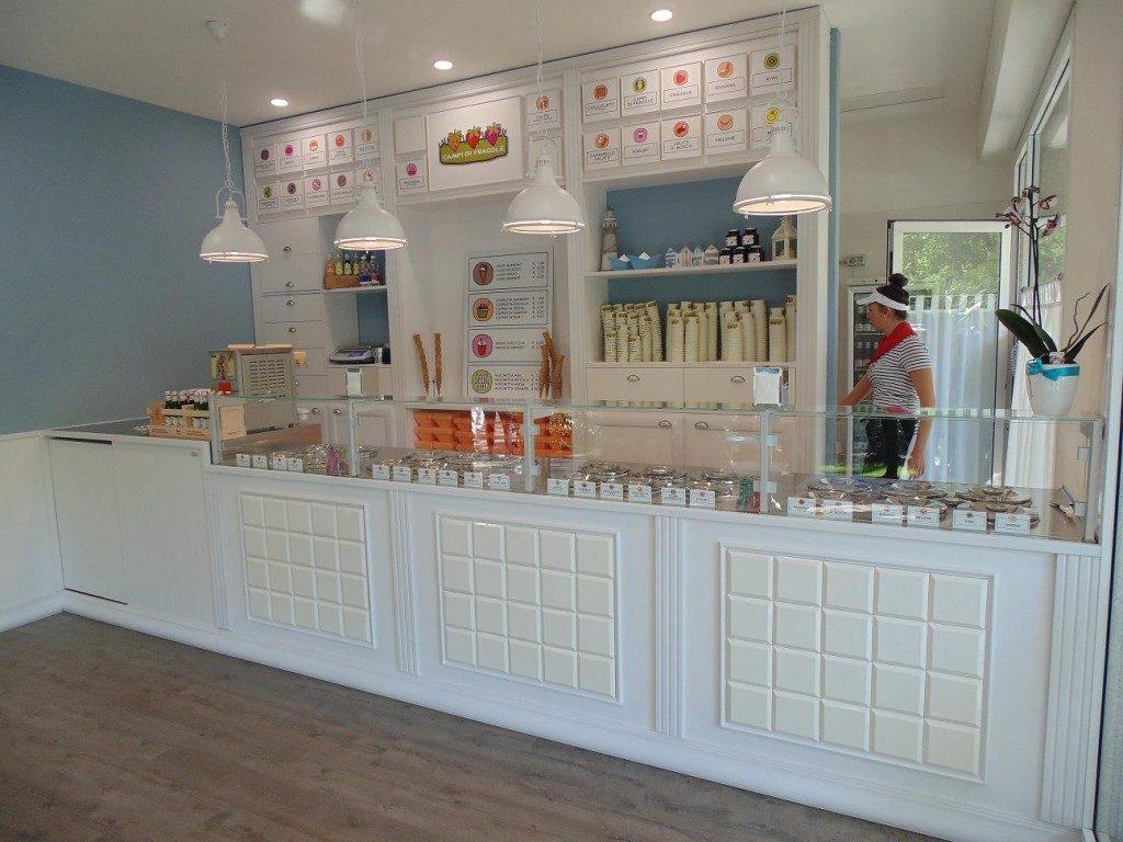 Arredamenti gelaterie arredamento negozi ristoranti for Arredamenti etnici milano