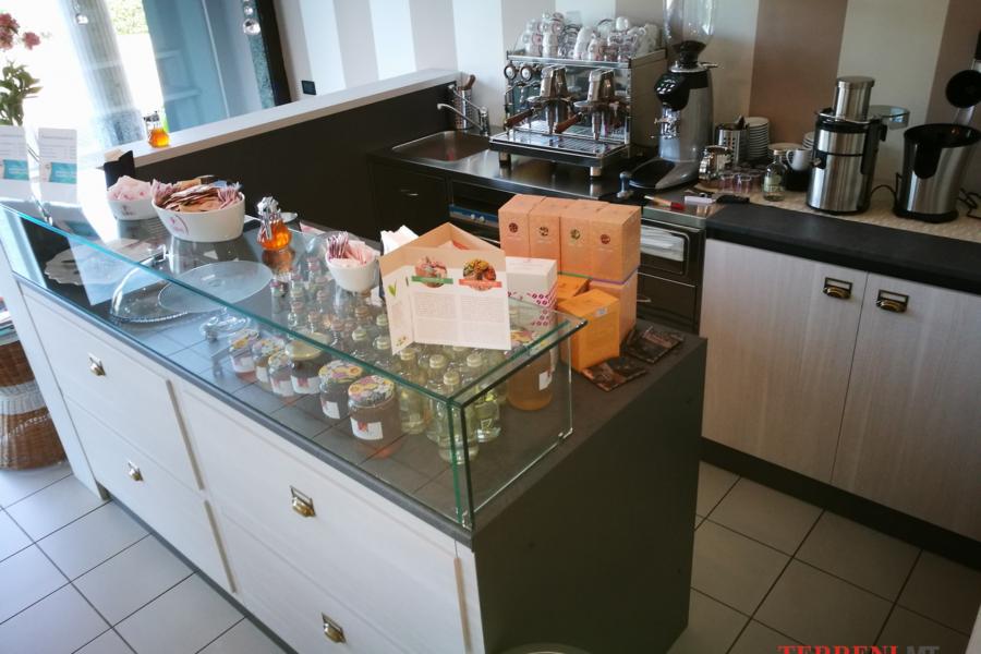 arredamento negozi milano (11)