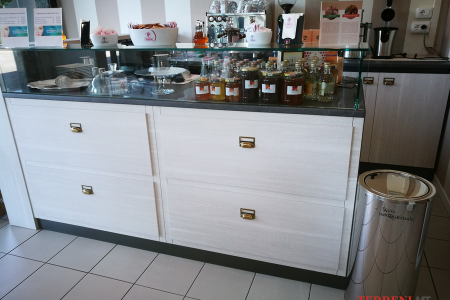 arredamento negozi milano (15)