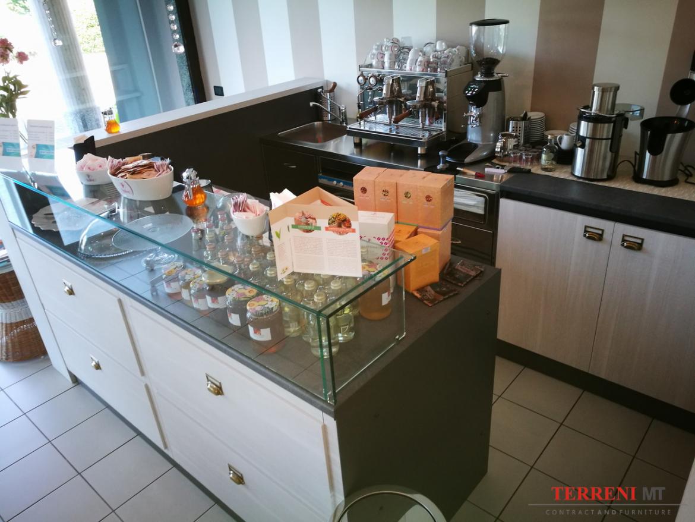Arredamenti per negozi brianza arredamento pasticcerie for Negozi arredamento brianza