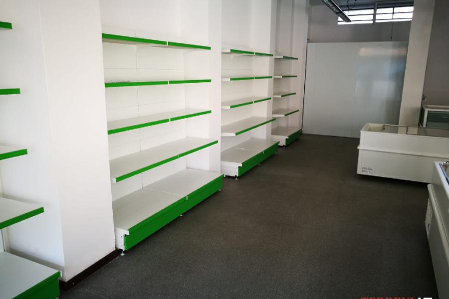 scaffalature negozio milano (1)