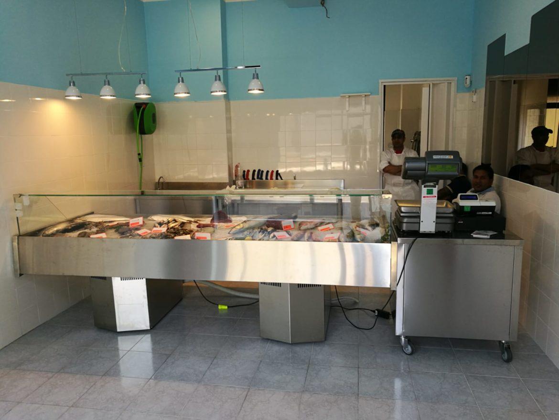 Arredamenti negozi archivi arredamento pasticcerie bar for Negozi cucine milano